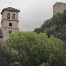 Torre de San Pedro y San Pablo con la Torre de Comares. Granada. Foto: Francisco López