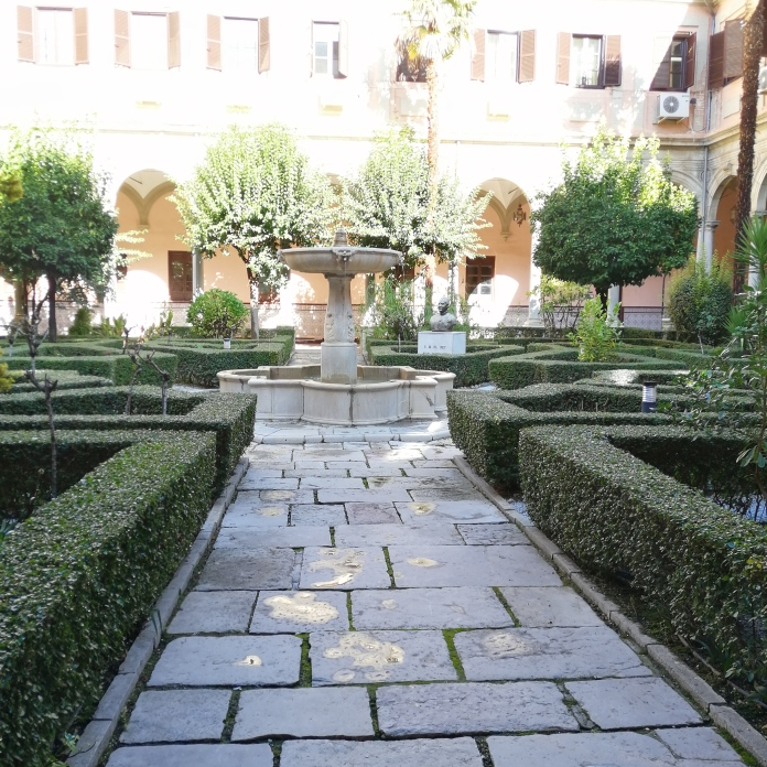 Convento de la Merced. Patio. Granada. Foto: Francisco López