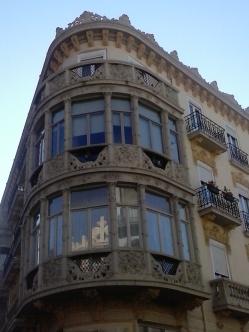 Balcones modernistas. Gran Vía. Granada. Foto: Francisco López