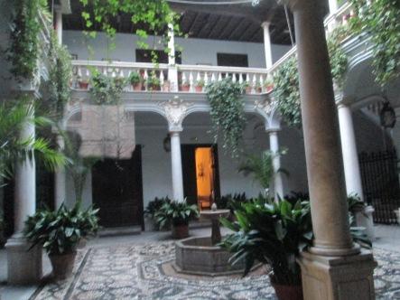 Patio del Palacio Ansoti. Granada. Foto: Francisco López