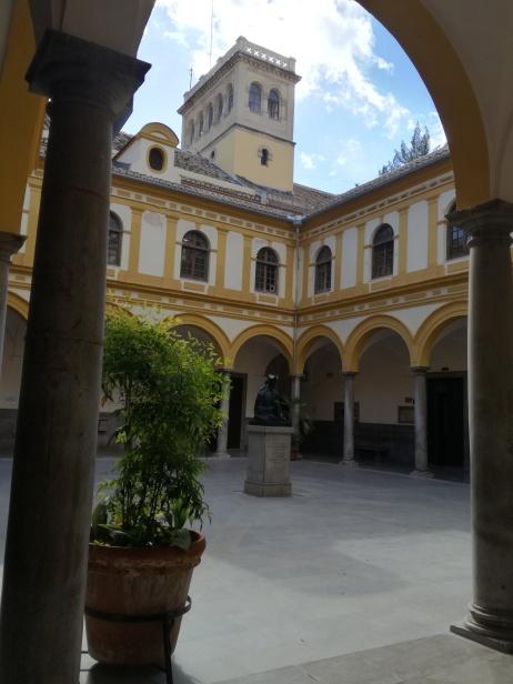 Patio. Facultad de Derecho. Granada. Foto: Francisco López