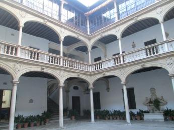 Patio del Colegio Mayor de San Bartolomé y Santiago. Granada. Foto: Francisco López