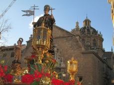 Procesión delante de San Justo y Pastor. Foto: Francisco López