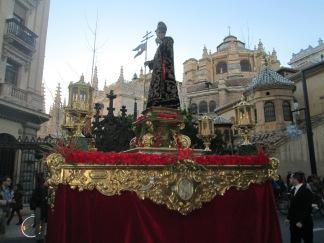 Procesión. Fondo catedral y Capilla Real. Foto: Francisco López