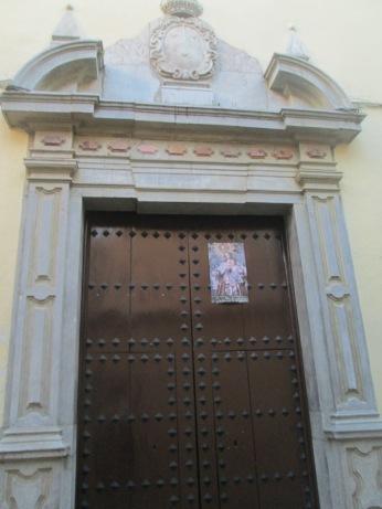 Puerta lateral y escudo carmelitano. Carmelitas calzadas. Granada. Foto: Francisco López