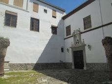 Patio interior. Acceso a la Capilla. Convento de las Dominicas. Realejo. Granada. Foto: Francisco López