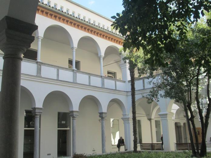 Escuela de Arquitectura. Galería de arcos. Realejo. Foto: Francisco López