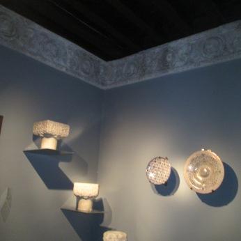Cerámica y capiteles nazarís. Museo Casa de los Tiros
