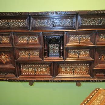 Mueble de taracea. Museo Casa de los Tiros