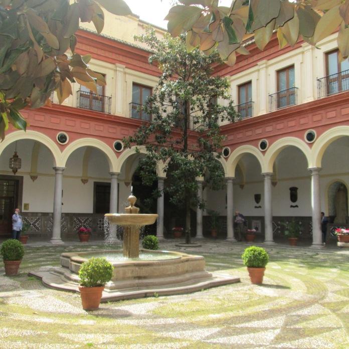 Ayuntamiento de Granada (antiguo Convento del Carmen). Patio. Foto: Francisco López
