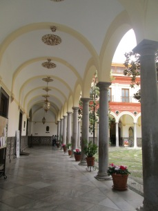 Ayuntamiento de Granada (antiguo Convento del Carmen). Galería inferior. Foto: Francisco López