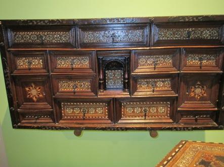Sala nazarí. Mueble de taracea. Casa de los tiros. Foto: Francisco López