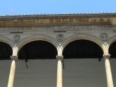 Hospital Real. Patio de la Capilla. Friso y símbolos. Granada. Foto: Francisco López