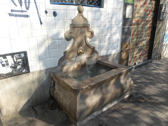 Pilares de Granada con encanto.: 5.- Pilar en la calle san Juan de ...